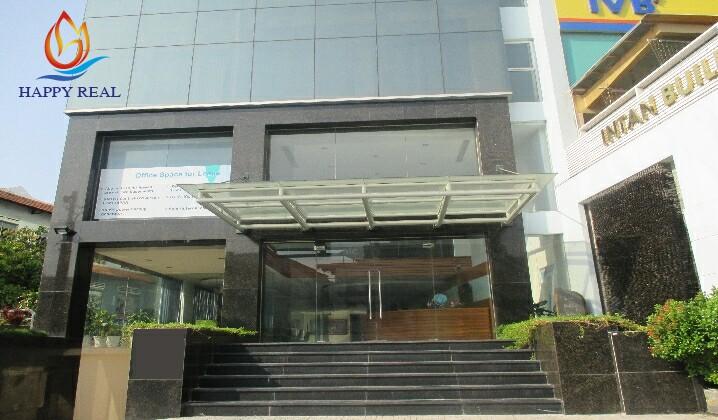 Phía trước tòa nhà Intan building