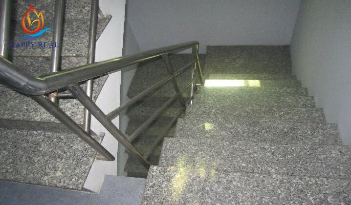Thang bộ bên trong tòa nhà